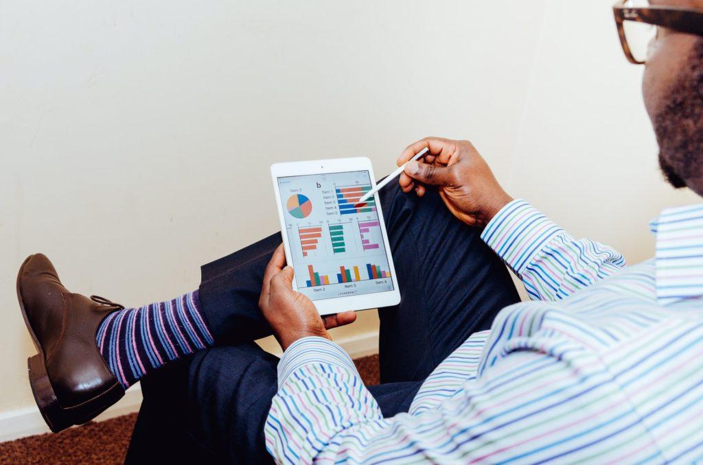 Wer Aktien bewerten will, muss sich erst einmal die nötigen Daten beschaffen.