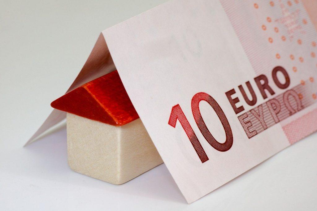 Wer auf ein Haus spart, kann sein Geld auf einem Tagesgeldkonto parken